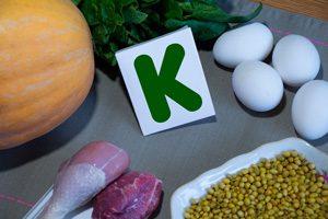 ویتامین K، فواید و منابع غذایی آن
