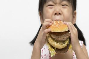 عوارض خوردن غذای ناسالم برای کودکان