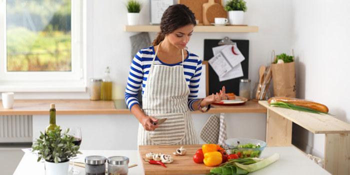 برای داشتن عادت ماهیانه ای راحت تر، چه باید خورد